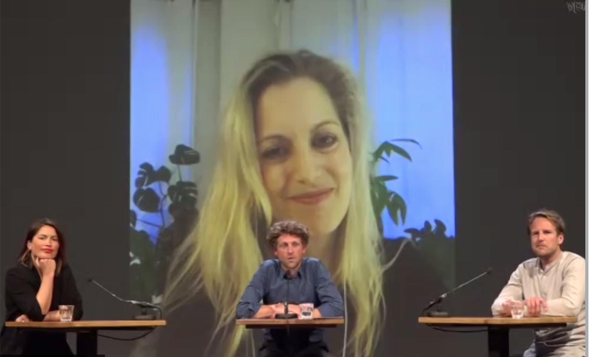 Eva Rovers pitcht Reclame Fossielvrij tijdens de Tegenlicht Meetup in Pakhuis De Zwijger